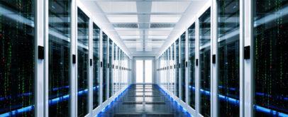 Serverschränke im Rechenzentrum